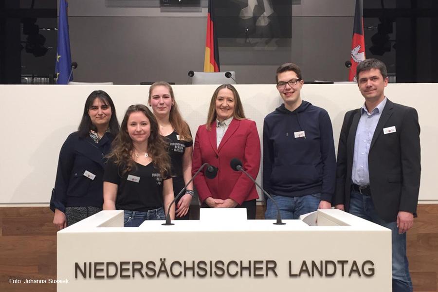 Landtagspräsidentin lädt Jugendforum Bergen ein