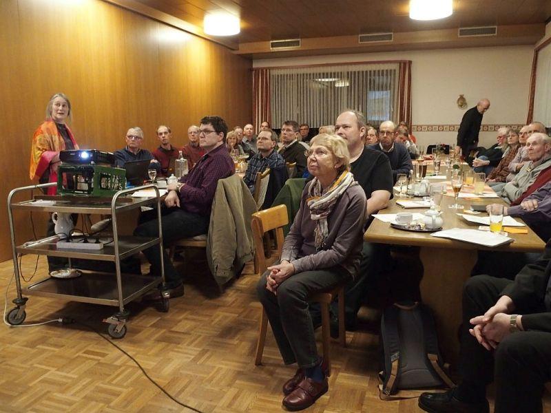 """Mitgliederversammlung des AFDO in vollem Saal: """"Chinas Seidenstraße"""" und """"Bahntrasse Alpha E"""" in der Diskussion"""
