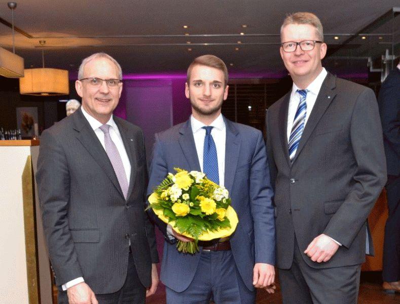 Auszubildende der Hannoverschen Volksbank bestehen Abschlussprüfung