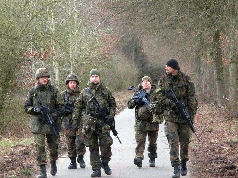 Reservisten üben auf Hof Severloh