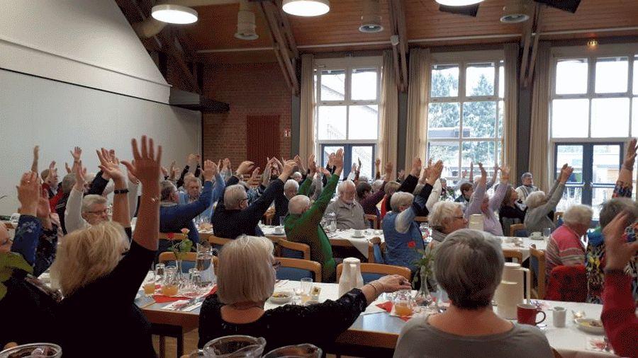 Tiefenentspannt zum Grünkohlessen – Yoga-Trainerin Andrea Joost zeigte  die wohltuende Wirkung von Yoga