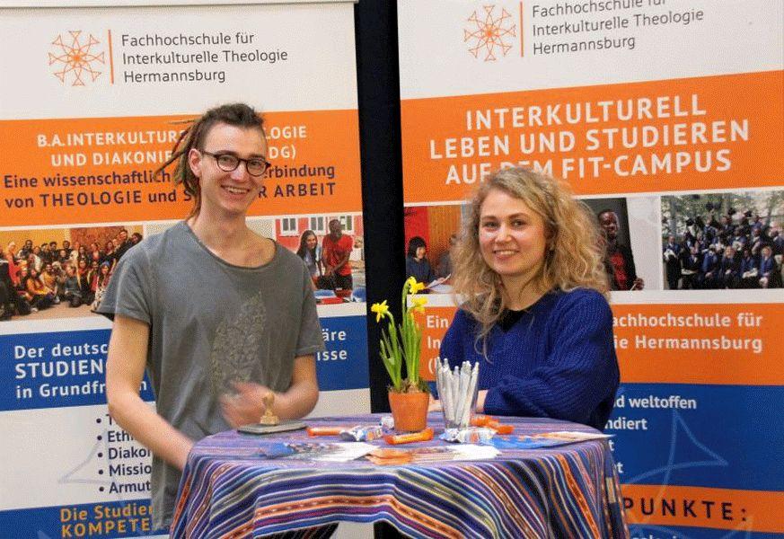 """""""WAS IST INTERKULTURELLE THEOLOGIE?"""" – Die FIT informiert Hermannsburger Schülerinnen und Schüler"""