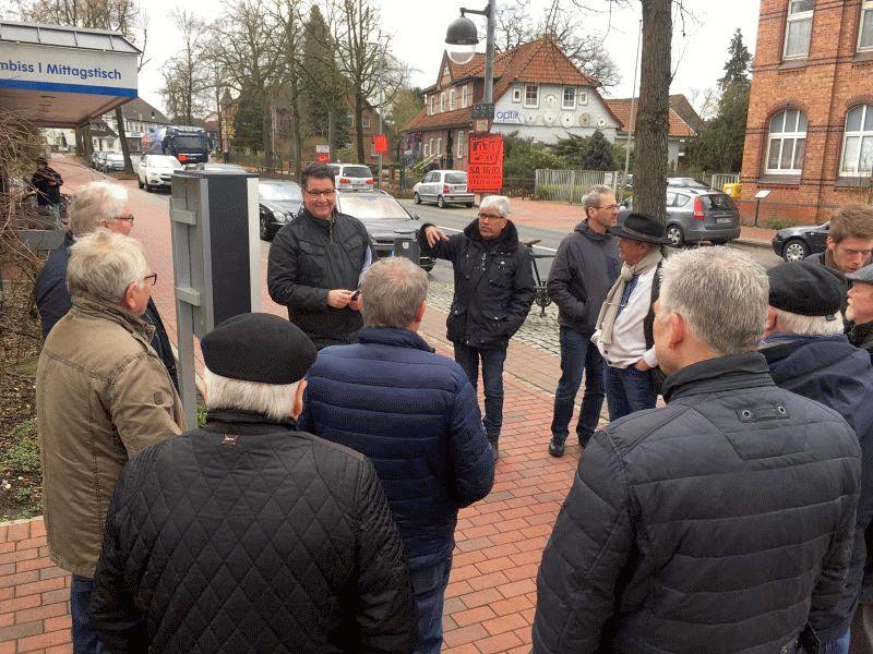 """Bürgermeisterkandidat Frank Juchert: """"13 Ortschaften. Eine Zukunft."""" – Ortsrundgänge in Becklingen und Bergen"""