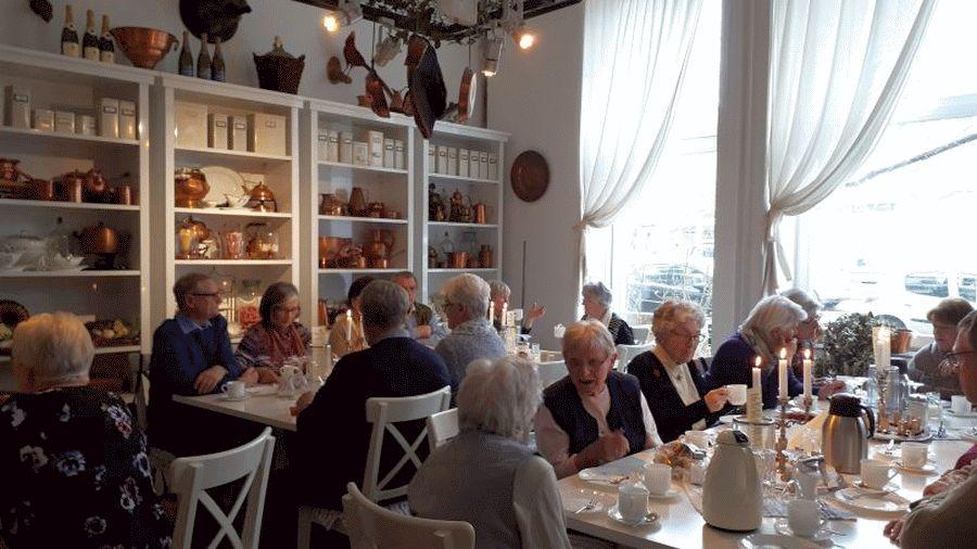 """Besuch des SoVD Ortsverbandes Nienhagen im Küchenmuseum """"World of Kitchen"""" in Hannover"""