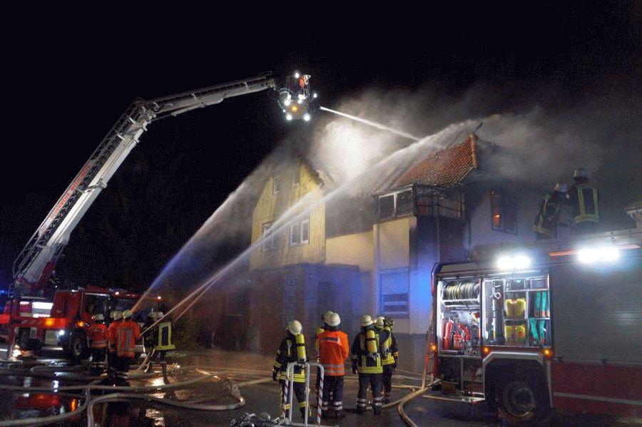 Gebäudebrand hält Langlinger Feuerwehren auf Trab *** aktualisiert