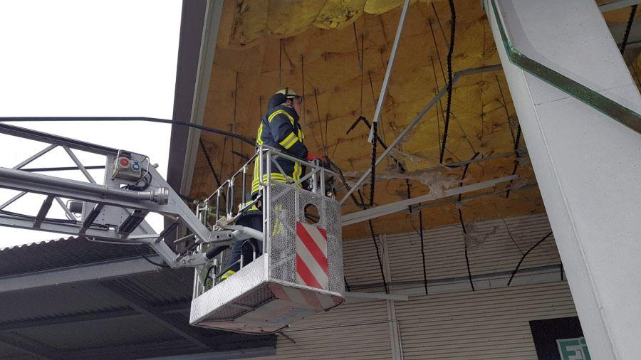 Kräftige Sturmböe sorgt für Feuerwehreinsätze!