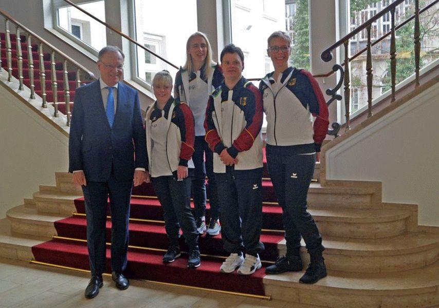 Ministerpräsident verabschiedet Special Olympics Athleten zu den Weltspielen in Abu Dhabi