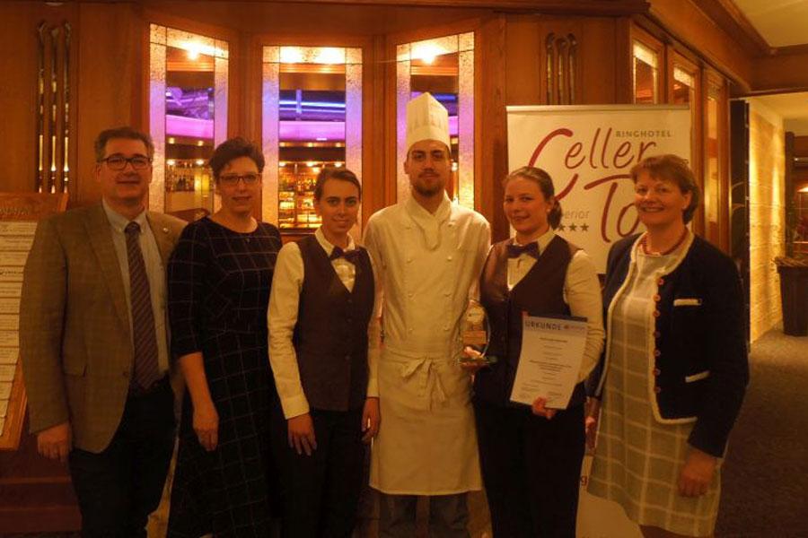 Mit Gin die Bronzemedaille gewonnen – Restaurantfachfrau Alke Carstens beim Landesberufswettkampf in Oldenburg