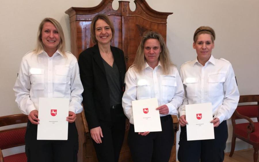 Personelle Verstärkung: drei Justizhauptwachtmeisterinnen ernannt