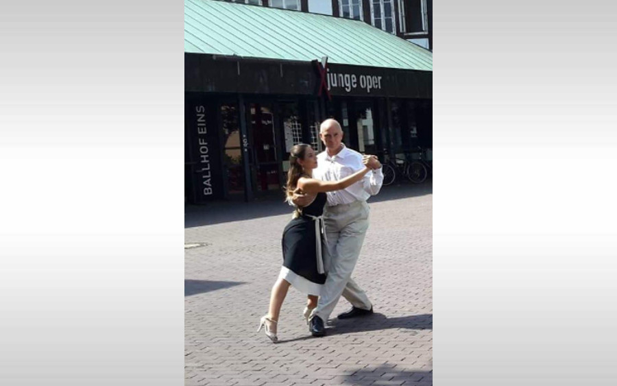 Tango-Fans aufgepasst! Tango tanzen am Bewegten Sonntag im März in Kunst & Bühne