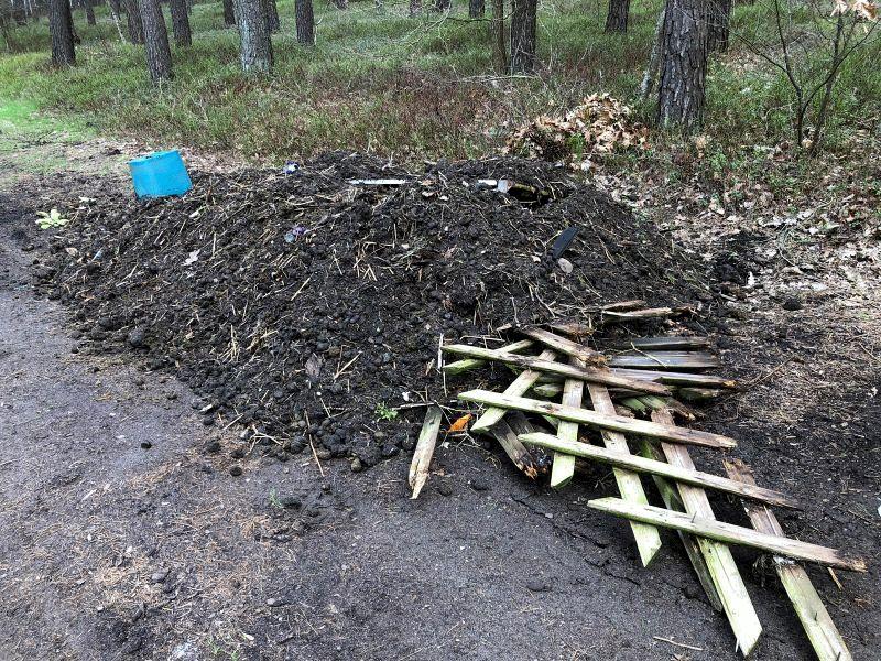 Zum zweiten Mal in wenigen Tagen Müll im Bereich des Wolthäuser Friedhofs abgeladen