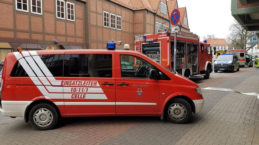 Zwei Personen bei Feuer aus Aufzug gerettet!