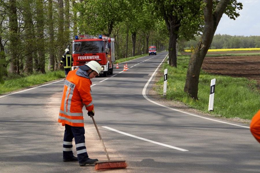Ölspur sorgt für Einsatz der Ortsfeuerwehr Wiedenrode