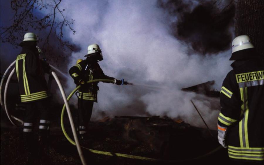 Brand zerstört Schuppen in Eicklingen
