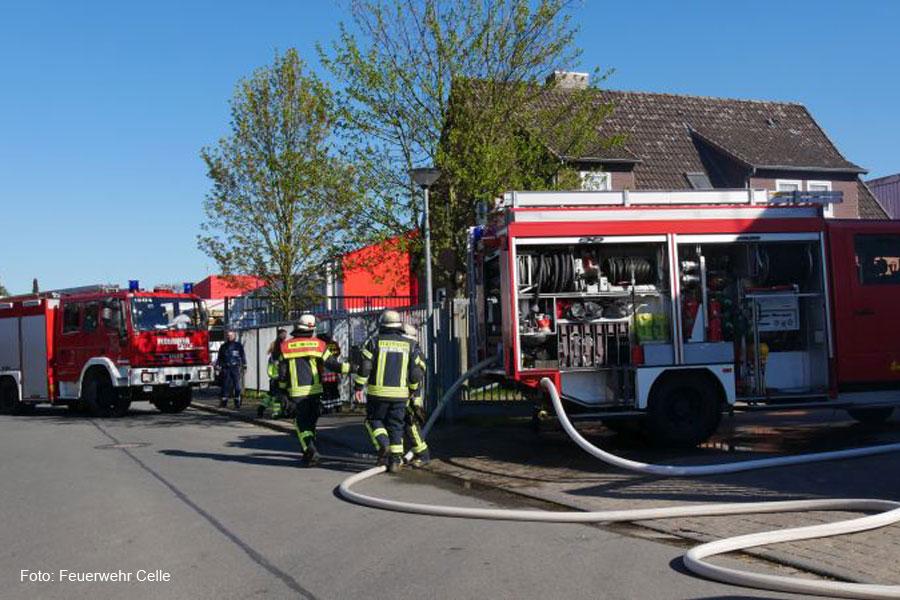 Feuer in einer Werkhalle in der Schildenstraße – Brandmeldeanlage alarmiert Feuerwehr