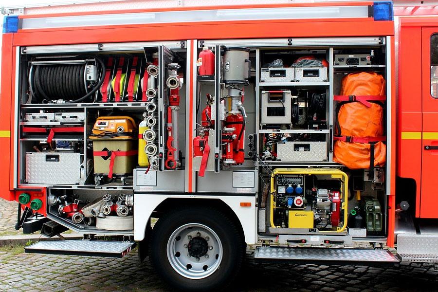 Brand in Lagerraum einer Tankstelle verursacht Gebäudeschaden