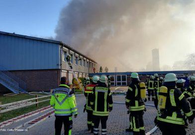 Großbrand in der Klein Hehlener Sprachheilschule – Über 200 Einsatzkräfte vor Ort *** aktualisiert_2