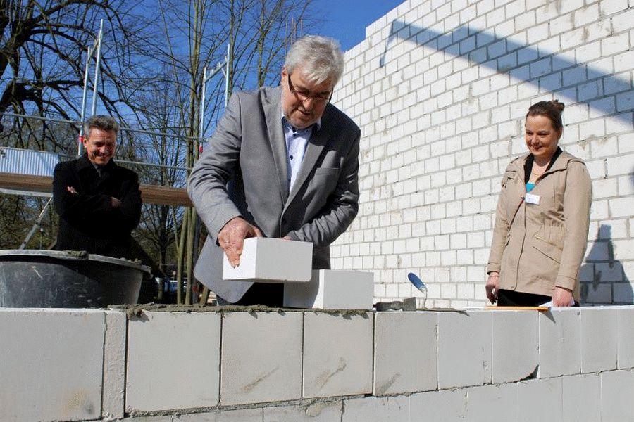 Grundsteinlegung in der Alten Dorfstraße 2 – Wohnhaus für Menschen mit Autismus-Spektrum-Störung (ASS)