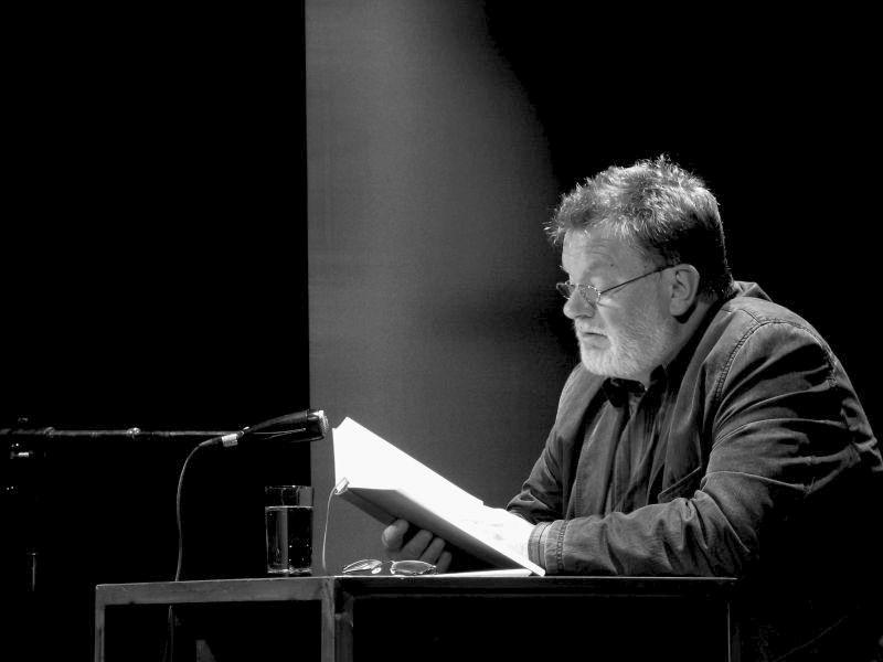 RAUSCHENBACH LIEST… 3 x Liebe mit einem musikalischen Nachspiel – Am 27. April beginnt auf der Turmbühne die neue Lesereihe von und mit Bernd Rauschenbach
