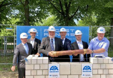 Grundstein für Turnhalle Burgstraße gelegt: Zeitkapsel in der Mauer versenkt – Fertigstellung bis Mai 2020