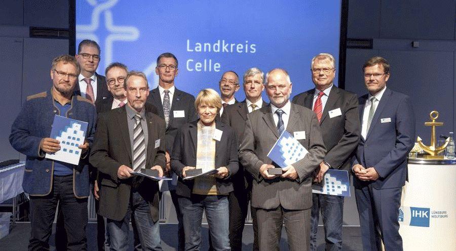 IHK ehrt Ehrenamtliche Awards, Elbfahrt und Applaus: 135 Unternehmensvertreter für ihr Engagement ausgezeichnet