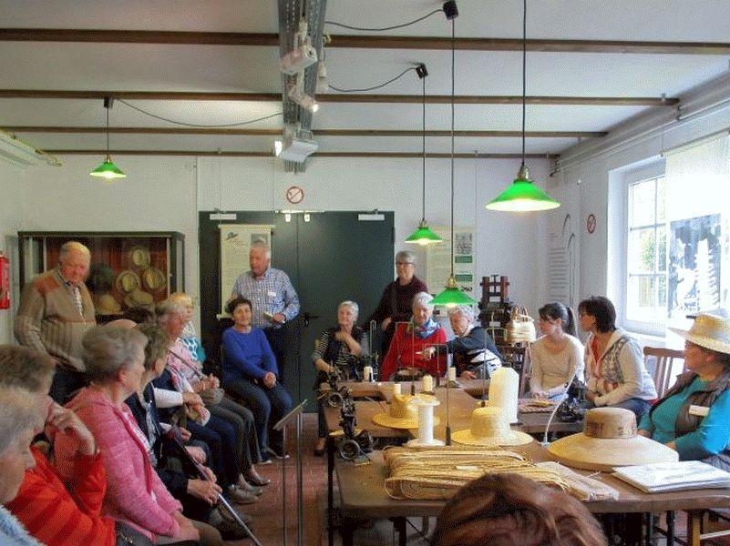 SoVD OV Westercelle besucht Museum der Strohverarbeitung
