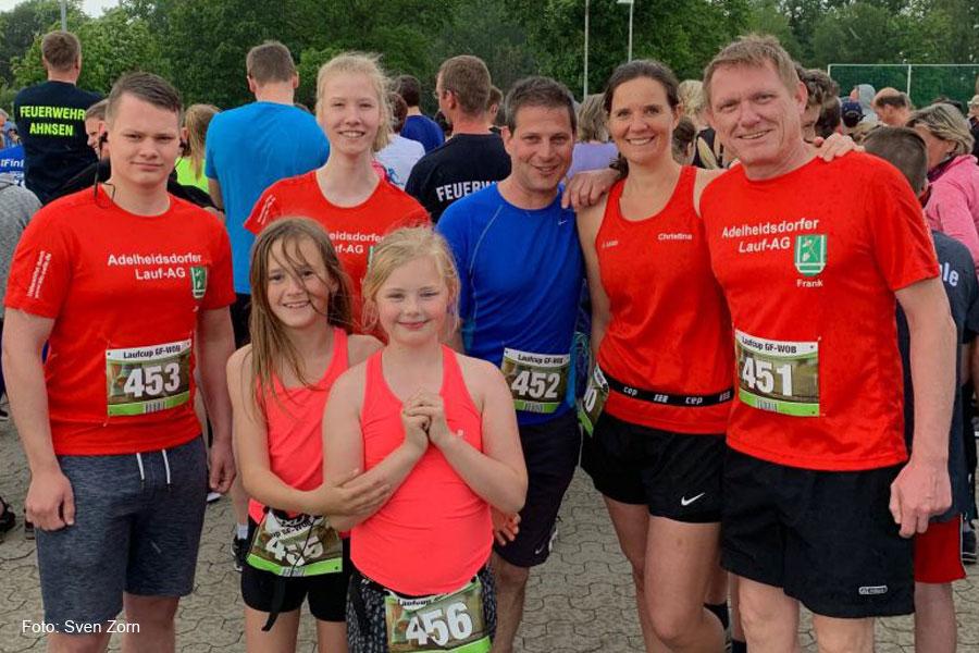 Sportler der Adelheidsdorfer Lauf-AG werden beim Meinerser Abendlauf reichlich angefeuert