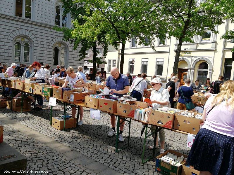 Flohmarkt macht Bücherfreunde glücklich