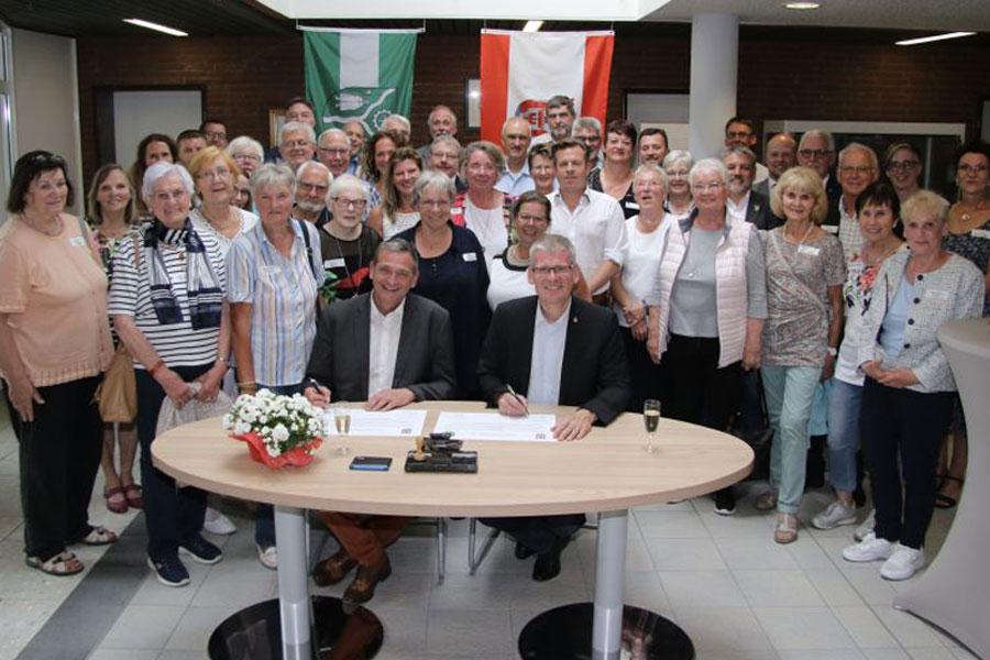 Diese Freundschaft bewegt etwas! – Bürgermeister von Spandau und Faßberg unterzeichnen Freundschaftserklärung