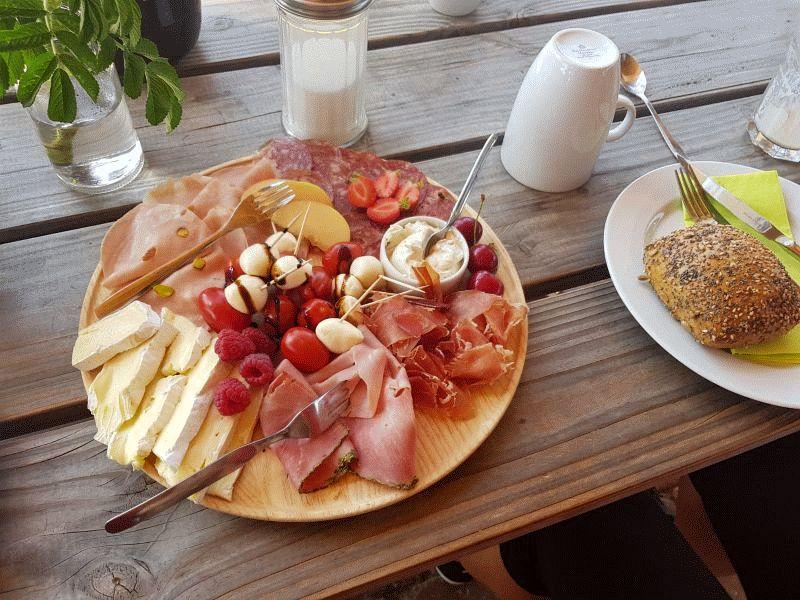 Erfolgreiche Auftaktveranstaltung in Gockenholz – Gemeinsames Sonntagsfrühstück im Beerencafé