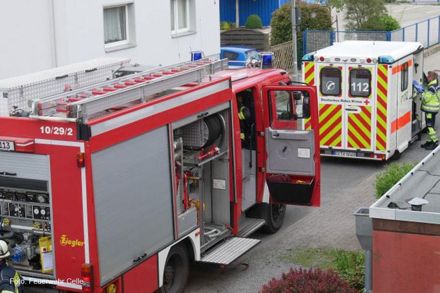Feuerwehr rettet Bewohner aus verrauchter Wohnung