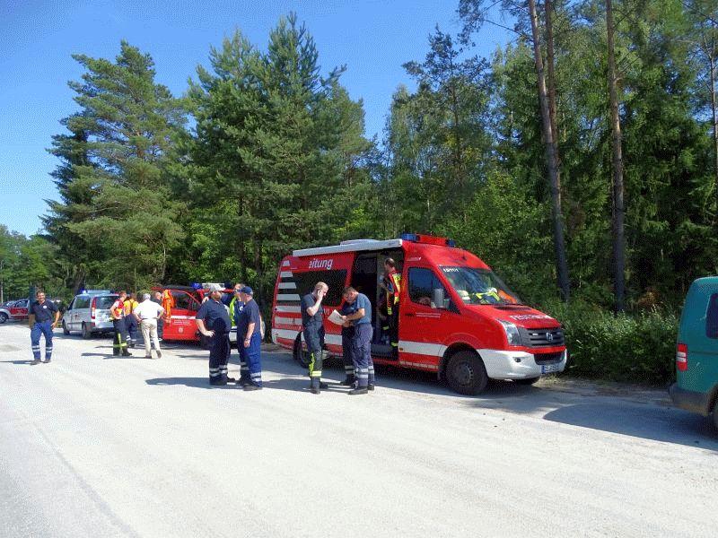 Feuerwehren löschen ausgedehnten Wald- und Flächenbrand auf dem Gelände eines ehemaligen Munitionsdepots *** aktualisiert