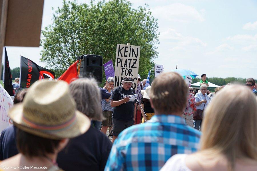 """Kommunalpolitik in der Kritik: Hof Nahtz an NPD verkauft – Netzwerk Südheide gegen Rechtsextremismus: """"Brauchtumsfeiern in neuer Qualität"""""""