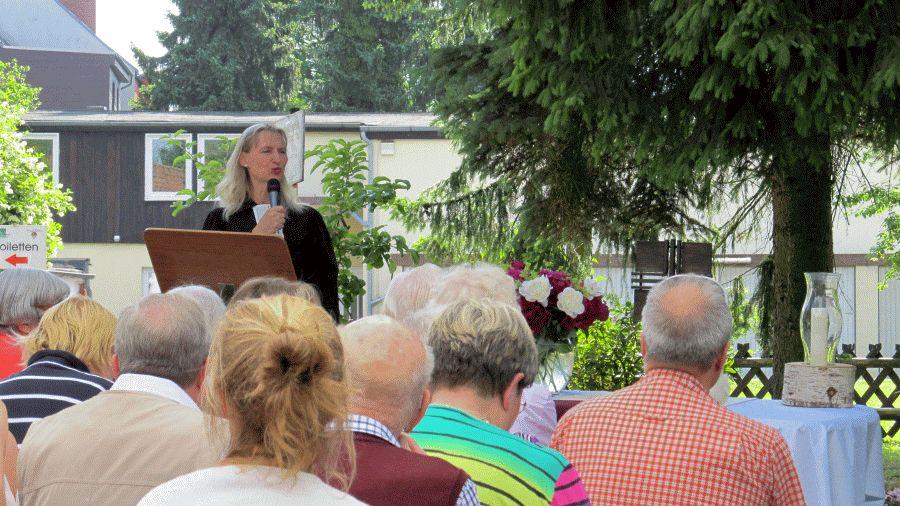 Pfingstgottesdienst unter freiem Himmel im Alten- und Pflegeheim Staschko