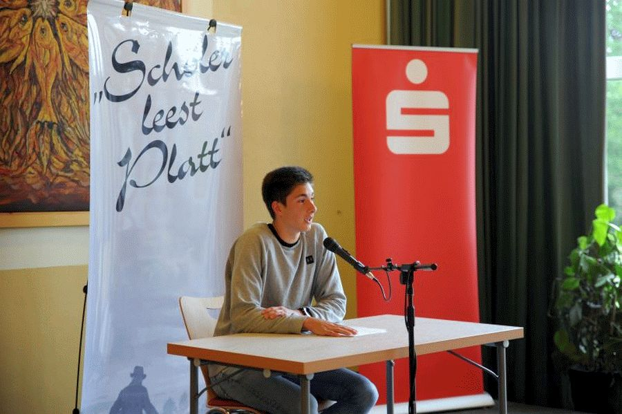 Plattdeutsch: Jonathan Meyer-Bothling fährt nach Hannover