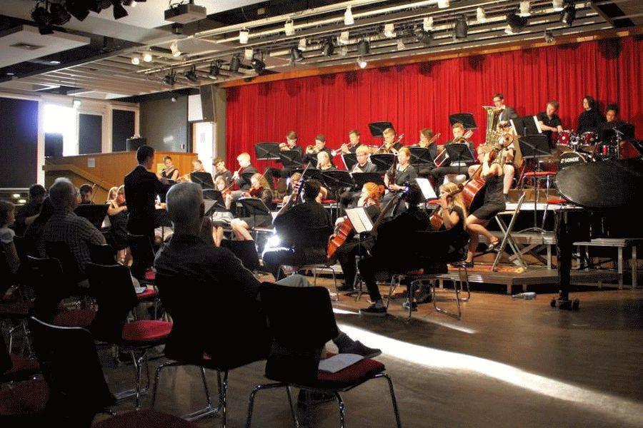 Schulorchester-Sommerkonzert begeisterte die Ernestinum-Gemeinschaft