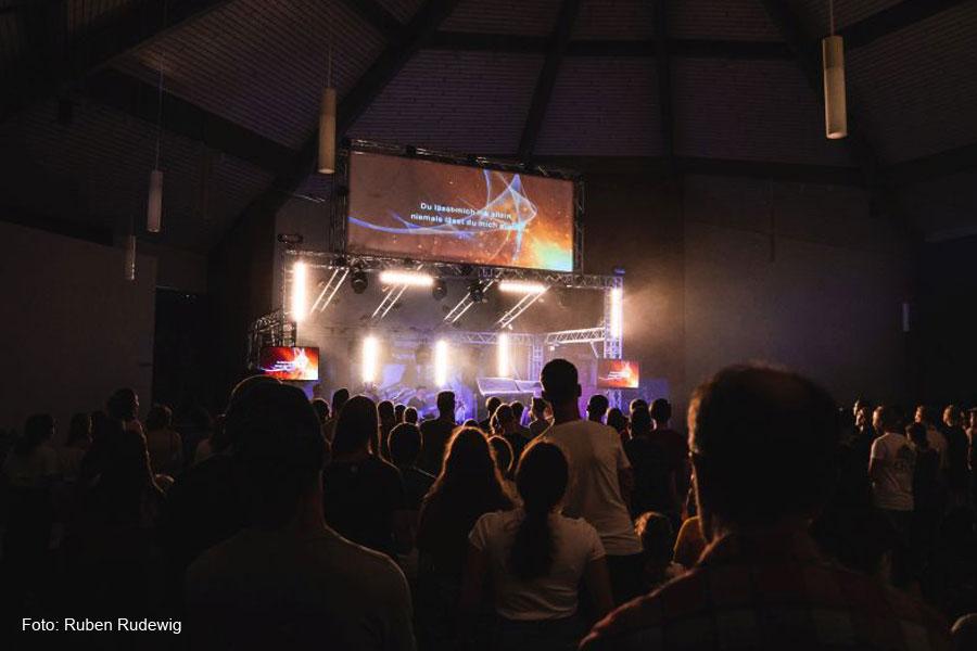Tolle Stimmung und bestes Wetter beim 3. Jesus-Action-Festival  – Über 200 Jugendliche feiern Gott und Gemeinschaft