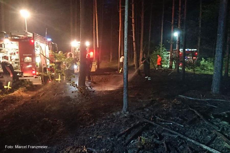 Waldbrand zwischen Hambühren und Ovelgönne am späten Abend