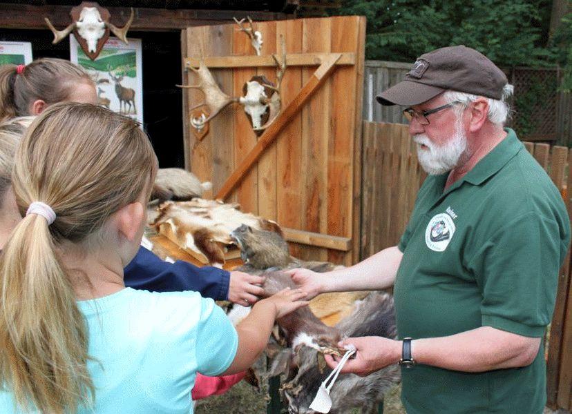 Mit Jägern unterwegs – Ferienpasskinder gehen auf Ansitz