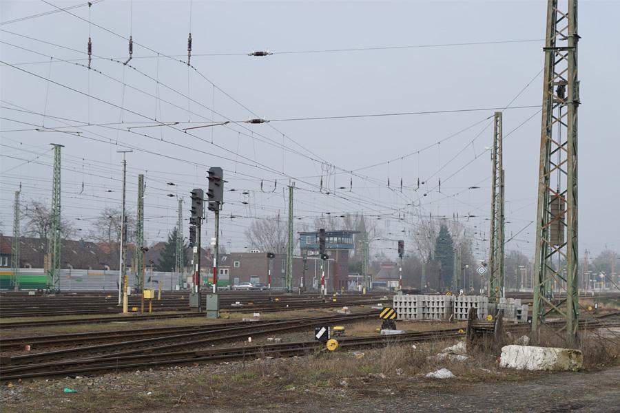DB erneuert Stützwand am Celler Bahnhof
