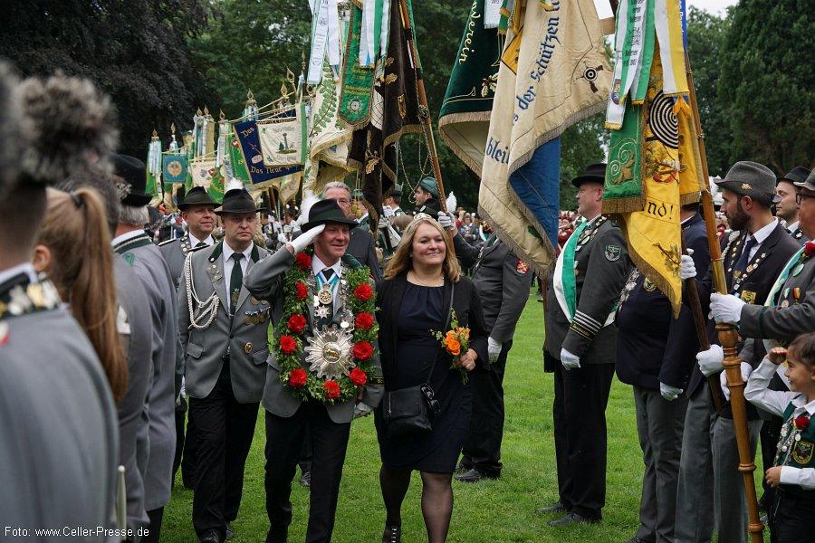 Festumzug am Sonntag: Celler Schützen präsentierten sich vor dem Schloss und dem Alten Rathaus