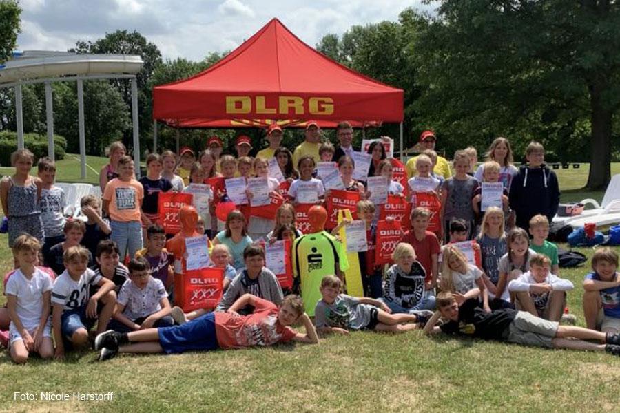 """DLRG und Schule – Aktionstage für """"Sicheres Schwimmen und Sicherheit am Wasser"""""""