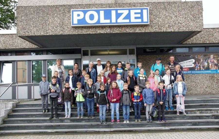 Ferienpassaktion bei der Polizei Celle