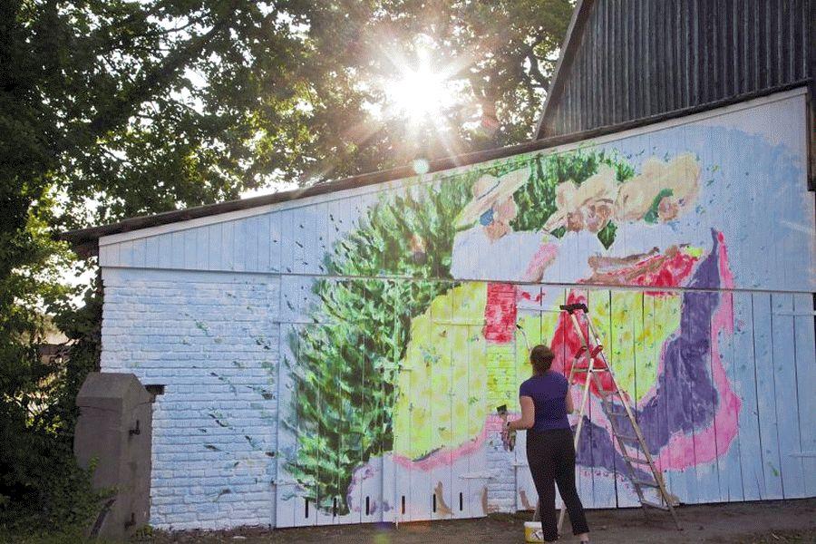 """FlotART: Zoë MacTaggart gestaltet 2. DorfART-Projekt – Vernissage am 3.8.2019 im Rahmen von """"Kunst im Hof"""" *** aktualisiert"""