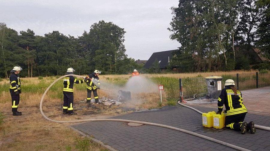 "Mülltonnenbrand im Wohngebiet – Zigarettenkippe in Papiertonne ""entsorgt"""