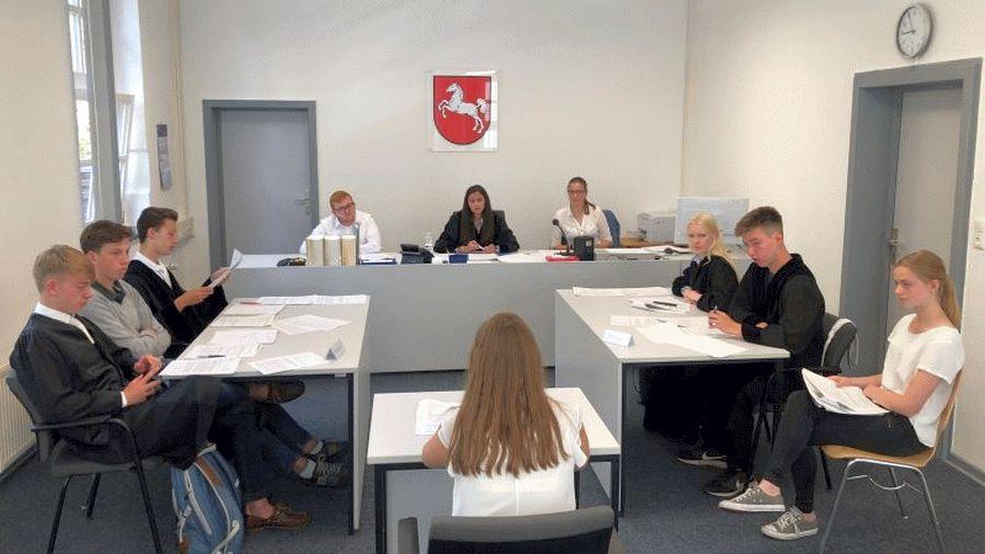 Schüler*innen simulieren Jugendgerichtsverhandlung – KAV veranstaltet in Kooperation mit dem OLG Celle Moot Court zum Jugendstrafrecht