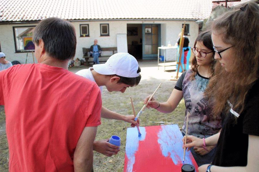 Sommer-Mal-Festival mit Schülern des Christian-Gymnasiums  im Albert- Schweitzer -Familienwerks, Hermannsburg
