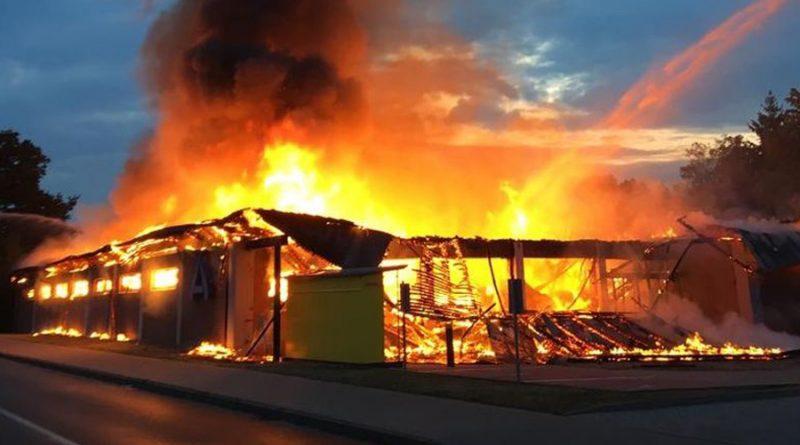 Supermarkt ALDI durch Feuer völlig zerstört – Polizei ermittelt wegen Brandstiftung