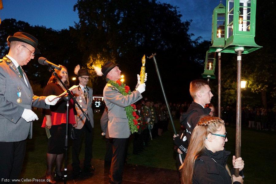 Traditioneller Festakt zum Schützenfest: Fackelumzug und Großer Zapfenstreich vor dem Celler Schloss