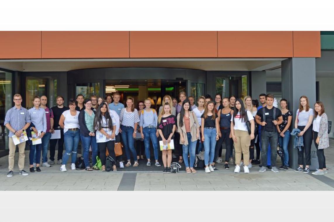 Start in einen neuen Lebensabschnitt: AKH Celle bildet 39 junge Menschen in verschiedenen Fachrichtungen aus